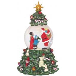 Boule de neige dans un sapin de Noël avec Père Noël distribuant des cadeaux