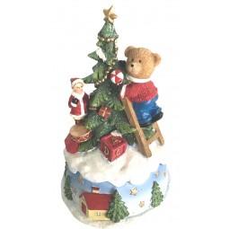Nounours décorant le sapin de Noël
