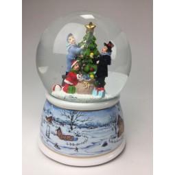 Boule de neige faille décorant le sapin de Noël