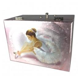 Boîte à bijoux rose ballerine laçant ses chaussons