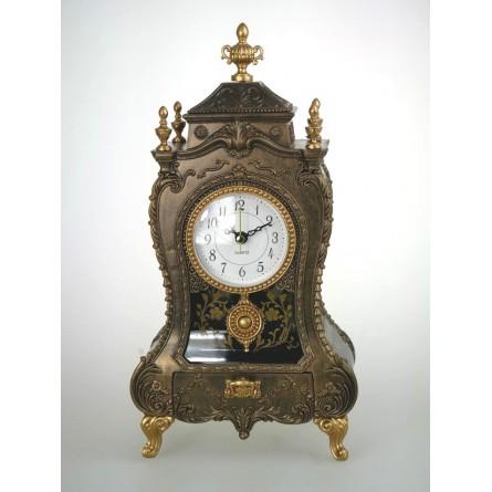 Horloge de cheminée à l'ancienne dorée