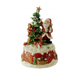 Père Noël décorant le sapin de Noël
