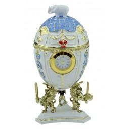 Oeuf décoratif bleu et blanc style Fabergé avec montre