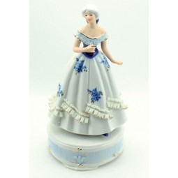 Dame, bleu et blanc, en porcelaine
