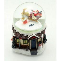 Boule de neige avec traîneau et Père Noël